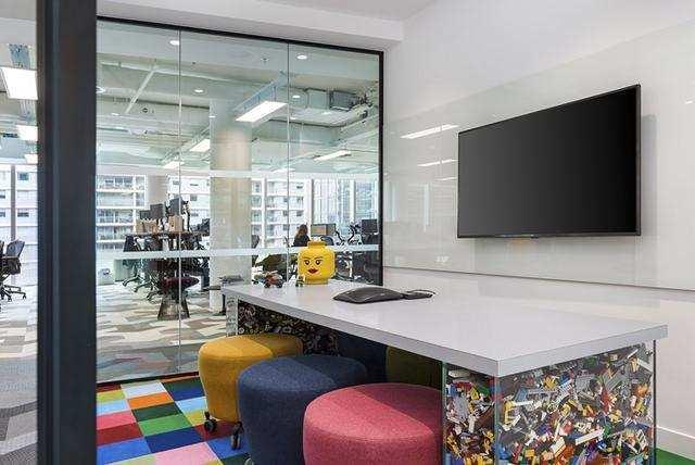 房产地产公司办公室装修效果图
