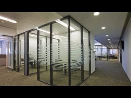 办公室装修用的什么玻璃隔断-办公室玻璃隔断墙效果图多少钱一平 ...