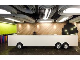 办公前台装修效果图 办公室前台背景墙装修设计公司